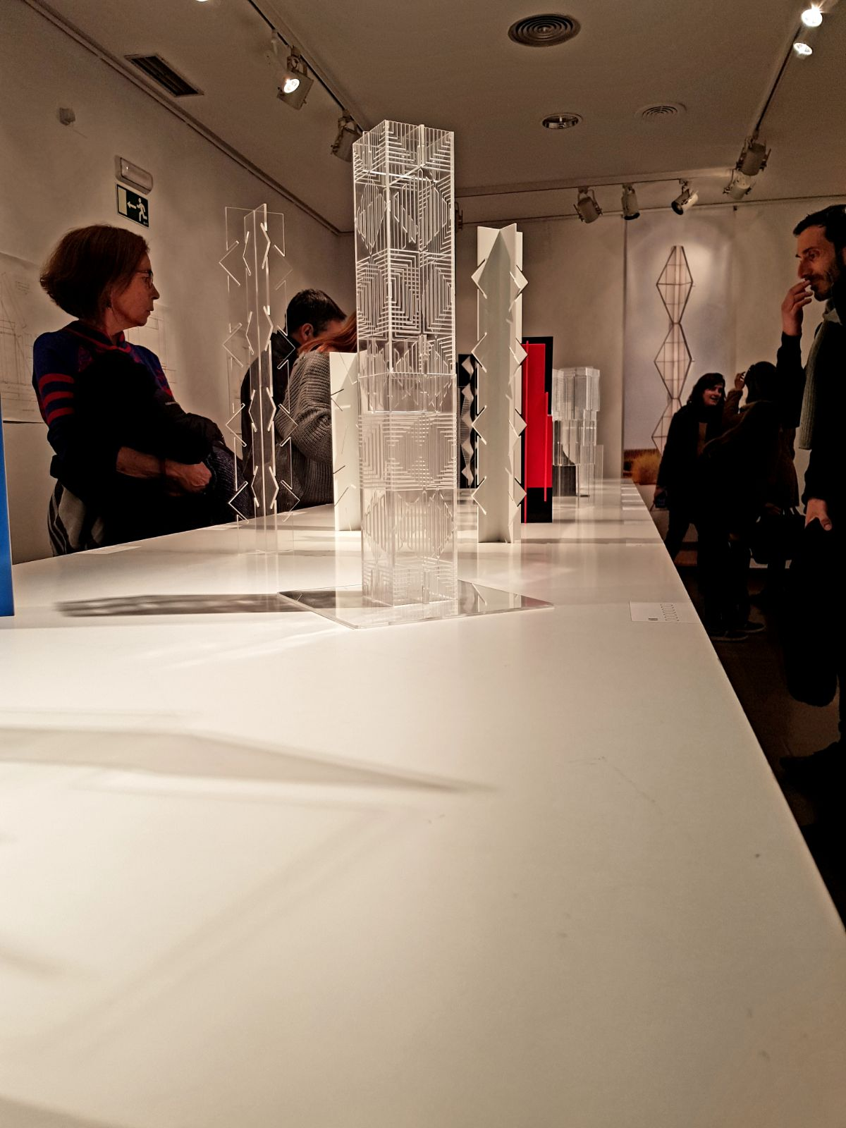 Homenaje a Brancusi / Exposición Juan Serrano