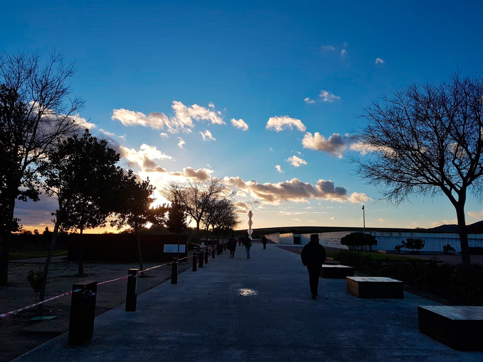 Columna sin fin 2 —homenaje a Brancusi / Amigos de Medina Azahara